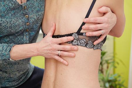 onderzoek van de rug bij rugpijn door de osteopaat